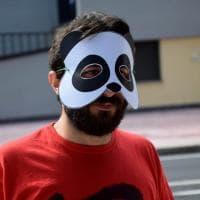 Bari, la protesta in maschera al test di Medicina