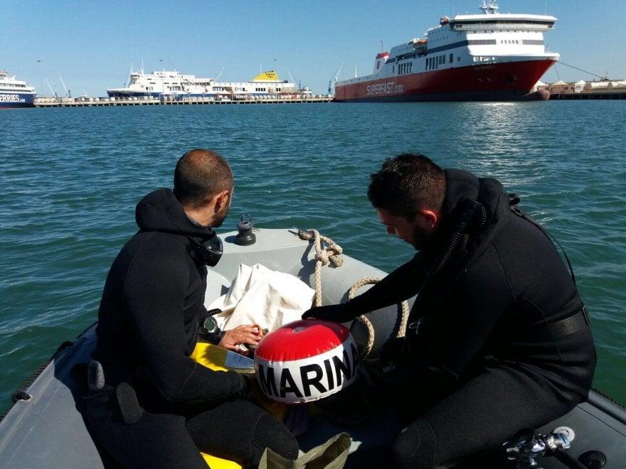 Bari, ordigni bellici a 50 metri dalle navi da crociera: li fanno brillare al largo