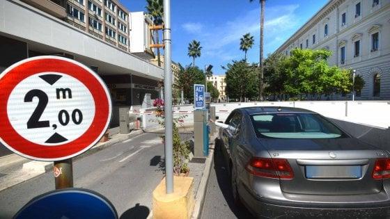 Bari, prescrizione dimezza il processo sui parcheggi Dec: cadono le accuse ai Degennaro