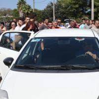 Lecce, 16enne uccisa: folla sul luogo del ritrovamento