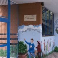 Bari, strattona un alunno in classe: docente rimosso dopo la protesta delle mamme