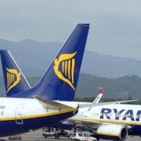 Ryanair, l'ira di Emiliano sui voli cancellati in Puglia: