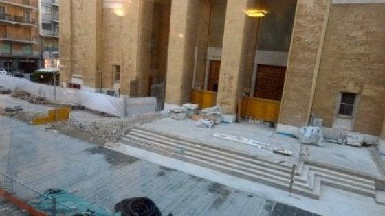 """Bari, l'urbanista Dino Borri boccia la scalinata in via Sparano: """"La colata di cemento deturpa la chiesa"""""""