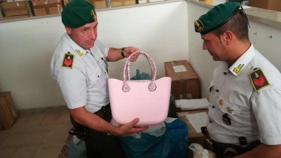 Lecce, marchi contraffatti in un appartamento del centro: sequestrati 80mila pezzi