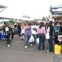 Foggia, due arrestati per il racket al mercato del venerdì: incassavano 5 euro a...