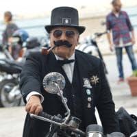 Bari, l'eleganza sfila in moto con giacca e cravatta