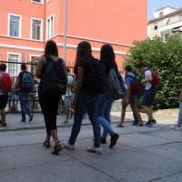 """""""Cari genitori, educate i vostri figli al silenzio"""": a Lecce l'appello di un prof dopo il..."""