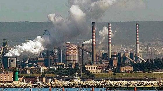 Puglia, cemento prodotto con i rifiuti pericolosi di Ilva ed Enel: sigilli alle aziende, 31 indagati