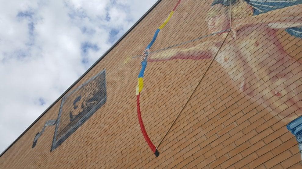 Street art, a Cerignola un bimbo Apache sfida Gomorra