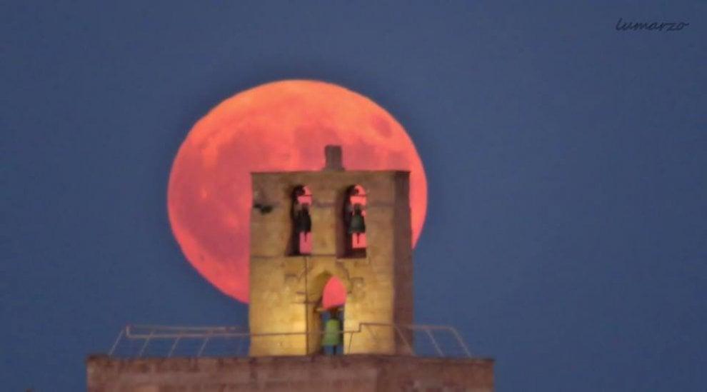 L'incanto della luna piena illumina Otranto