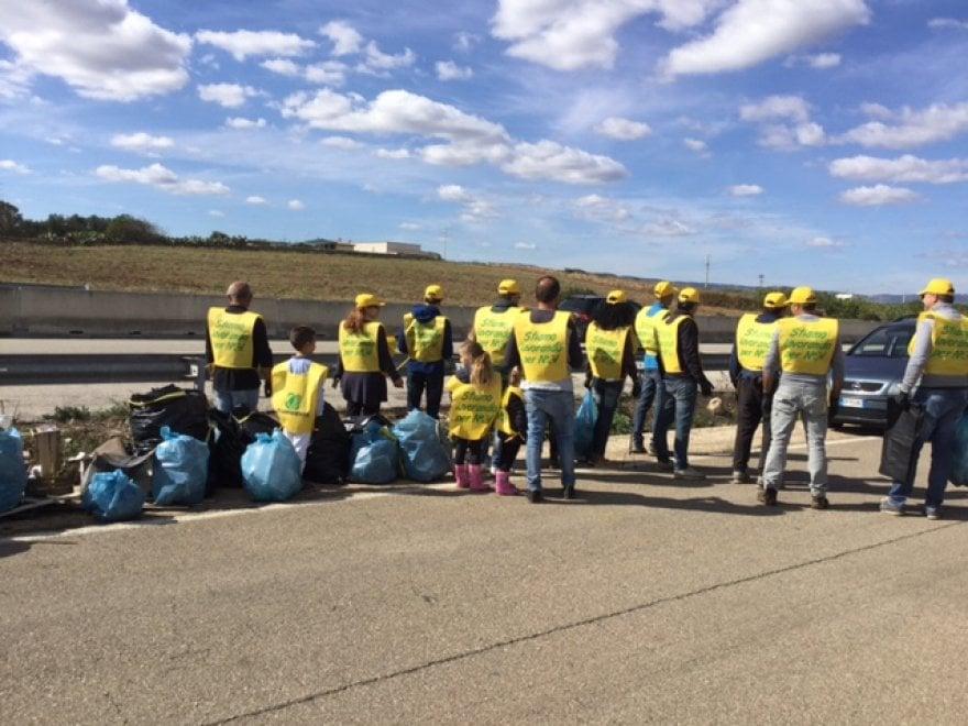 'Puliamo il mondo', i volontari in Puglia sulla statale 379