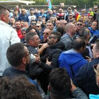 Taranto, lo sciopero dei lavoratori Ilva blocca la fabbrica