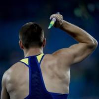 Bari, giudice sportivo colpito dal giavellotto in una gara: la punta a pochi