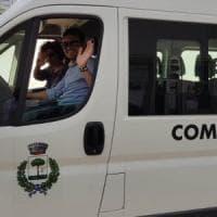 Salento, la scuola elementare è in un altro paese: il vicesindaco guida lo scuolabus con 7...