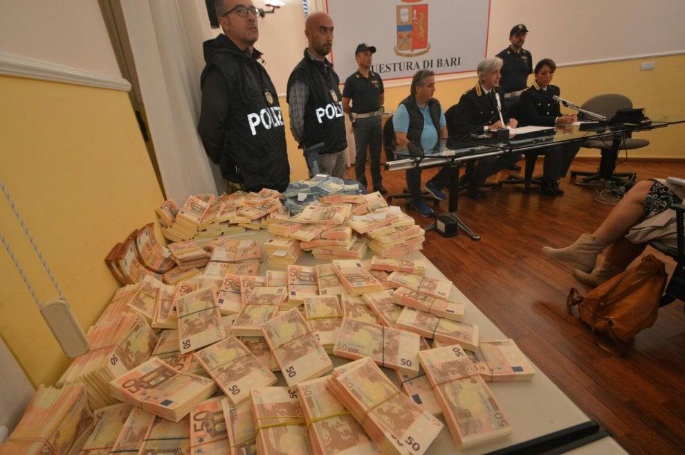 Bari, un milione di euro falsi nel trolley: preso un 30enne