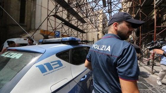Lecce, picchiava la moglie e ascoltava i suoi dialoghi con una microspia: il giudice lo allontana da casa