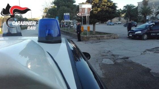 Andria, sorpresi su un'auto rubata: arrestati due pregiudicati. Scoperta officina per i furti