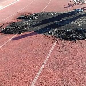 """Acquaviva delle Fonti, fiamme nel campo sportivo. Il sindaco Carlucci: """"Uno sfregio mafioso"""""""