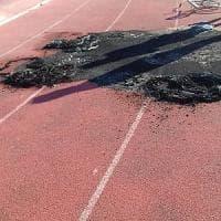 Acquaviva delle Fonti, fiamme nel campo sportivo. Il sindaco Carlucci: