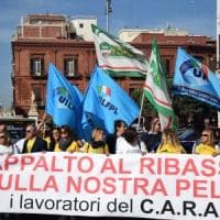 Migranti, a Bari protestano i dipendenti del Cara: