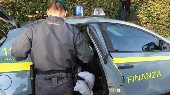 Brindisi, ex contrabbandiere si riprende all'asta i beni che gli erano stati sequestrati: 8 indagati