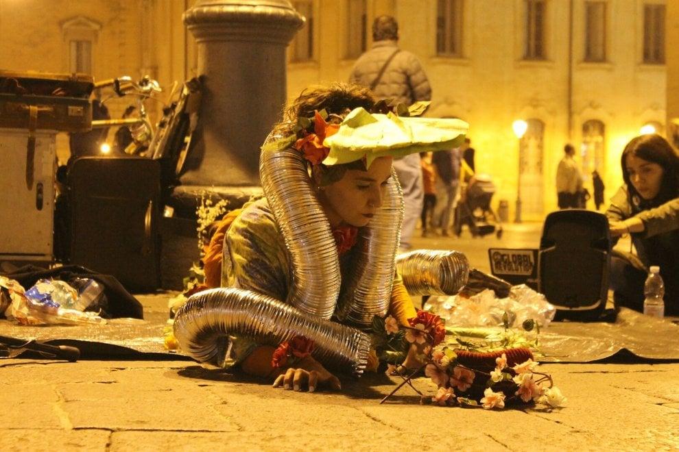 'Barboni per un giorno': 50 artisti in piazza a Lecce