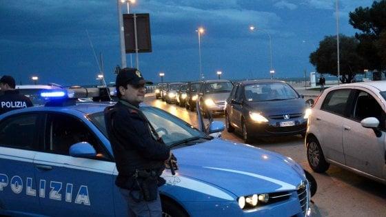 Bari, coppia gay ggredita a calci e pugni nella piazza della movida: arrestati 2 ventenni