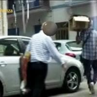 Taranto, usuraio e falso cieco arrestato a Taranto: è accusato anche di