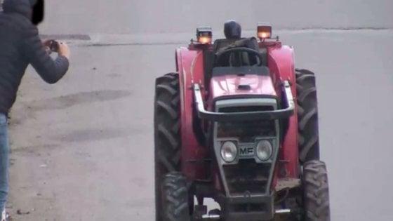 Foggia rubavano trattori per rivenderli sui siti di for Subito it arredamento usato genova
