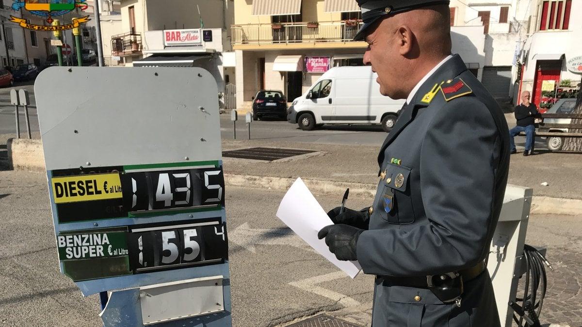 Puglia distributori di carburante manomessi e benzina