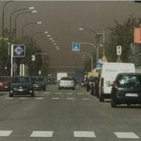 Wind day a Taranto, sulla città una nube di polveri dall'Ilva: l'effetto