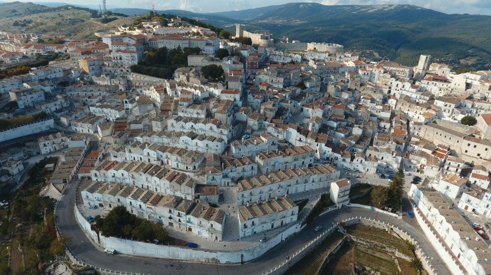 Monte Sant'Angelo, la perla del Gargano vista dal cielo