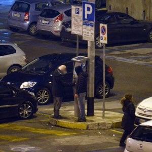 """Bari, allontanati con i Daspo i parcheggiatori abusivi. """"Poi tocca a chi vende merce falsa"""""""