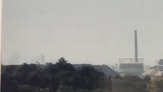 A Taranto un altro disastro ambientale: rifiuti e veleni dell'Ilva in una gravina, 21 indagati