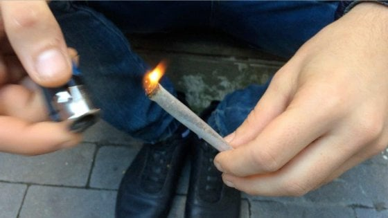 """Arrestato con la marijuana, viene assolto perché """"era erba sacra che gli serviva per meditare"""""""