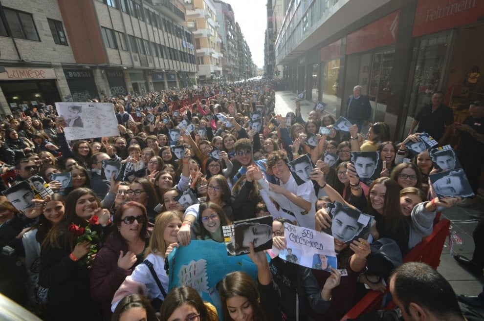 I fan di Riki invadono Bari: 2mila in coda per l'autografo
