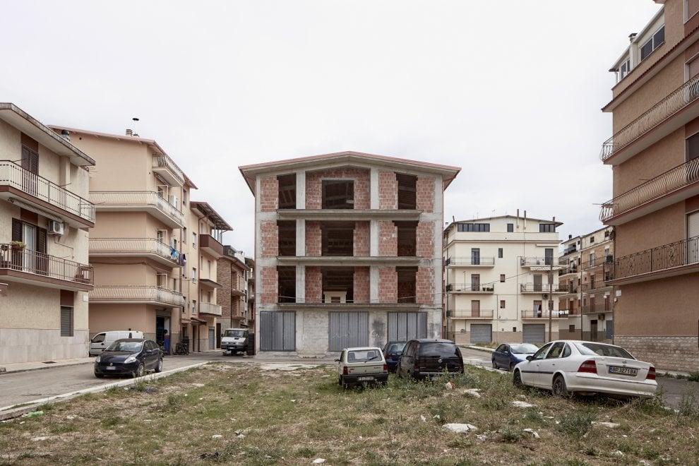 Cagnano Varano, il paese delle case incompiute
