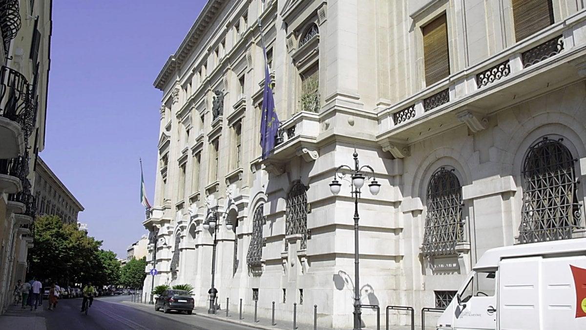 Foggia portavano in banca l 39 incasso dell 39 ufficio anagrafe for Centro arredo incasso milano