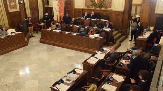 Comune di Bari, sulla scheda del voto segreto spunta l'offesa sessista a una consigliera
