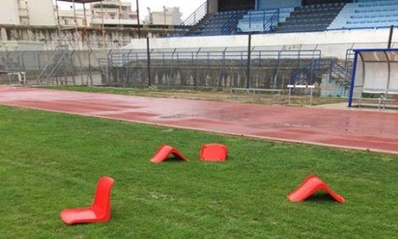 Bisceglie, vandali col piccone in azione allo stadio: buchi nel terreno e sediolini divelti