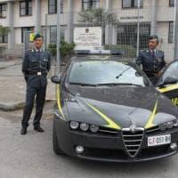 Taranto, shopping e bonifici con 400mila euro dei clienti: arrestata una