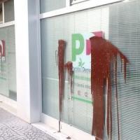 Gasdotto, a Lecce scritte anti Tap all'ingresso della segreteria del Pd: