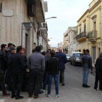 """Sava, piantonato in ospedale il carabiniere che ha ucciso 3 parenti: """"Lite sulla raccolta..."""