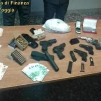 San Severo, in casa aveva un chilo di cocaina e un arsenale: arrestato un