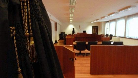 """Bari, ex giudice racconta in aula le sentenze pilotate: """"In cambio ricevevo vacanze e frutti di mare"""""""