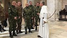 Soldati serbi in mimetica per l'omaggio in Basilica