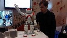 Il robot Pacinotto balla la Dab dance