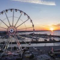 Bari, per Natale spunta una grande ruota panoramica sul lungomare: 28 cabine per 160 persone