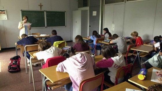 """Scuole al via il primo ottobre, la Regione Puglia ci prova: """"Aiuta il turismo e gli studenti"""""""