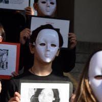 Violenza sulle donne, a Bari il flash mob delle studentesse